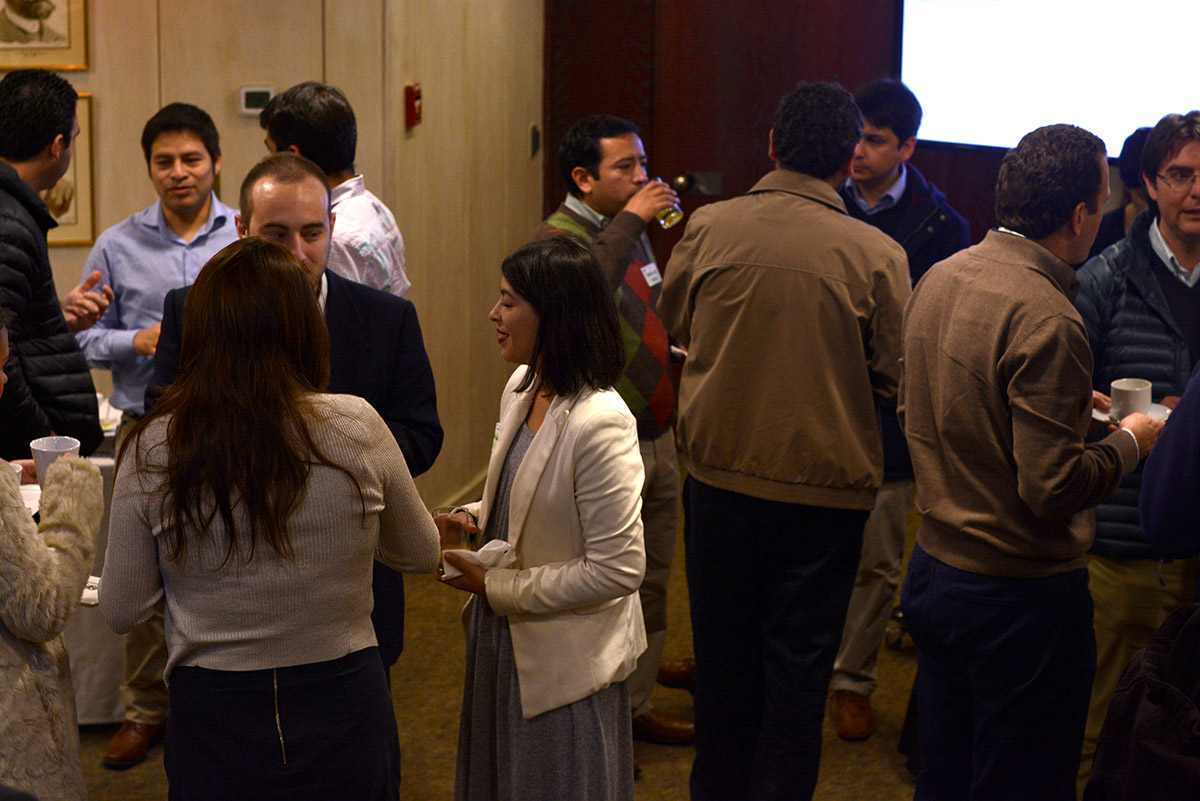 Foto 3. Coffee break networking entre los socios Club Chile Digital.
