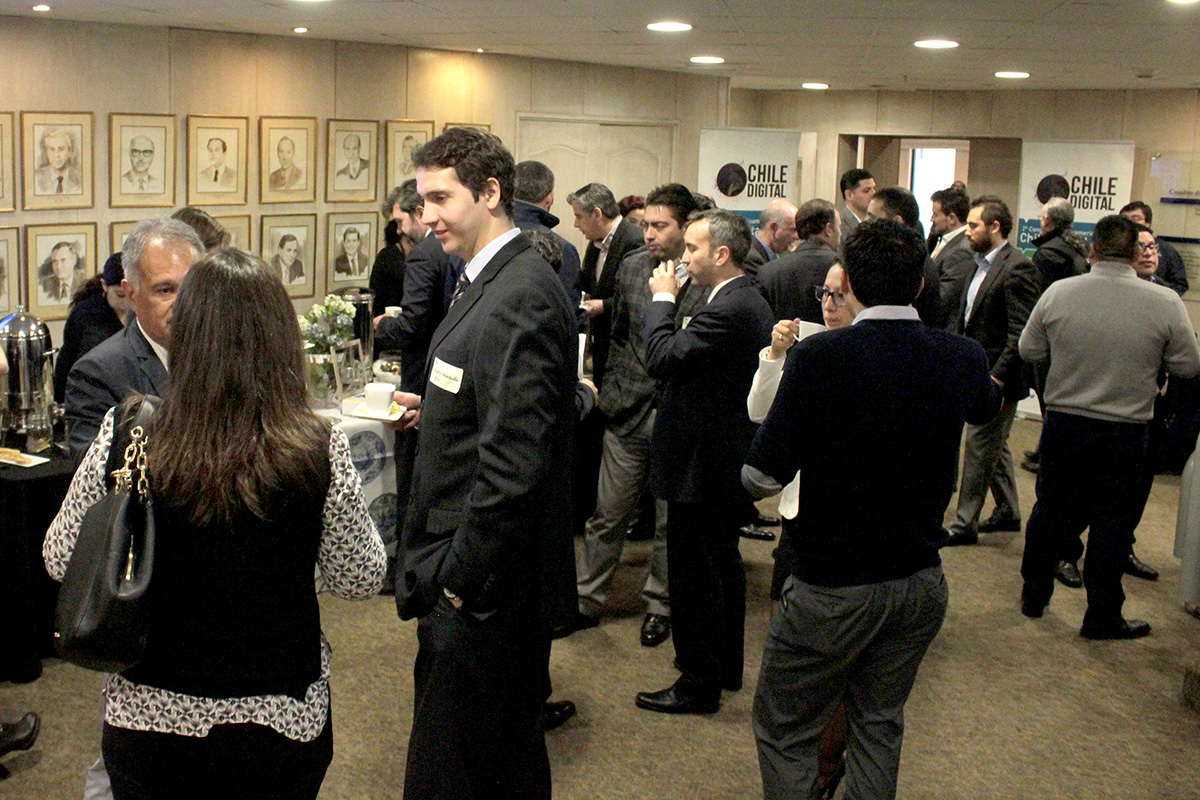 Foto 2. Coffee Break Networking entre los socios Club Chile Digital.