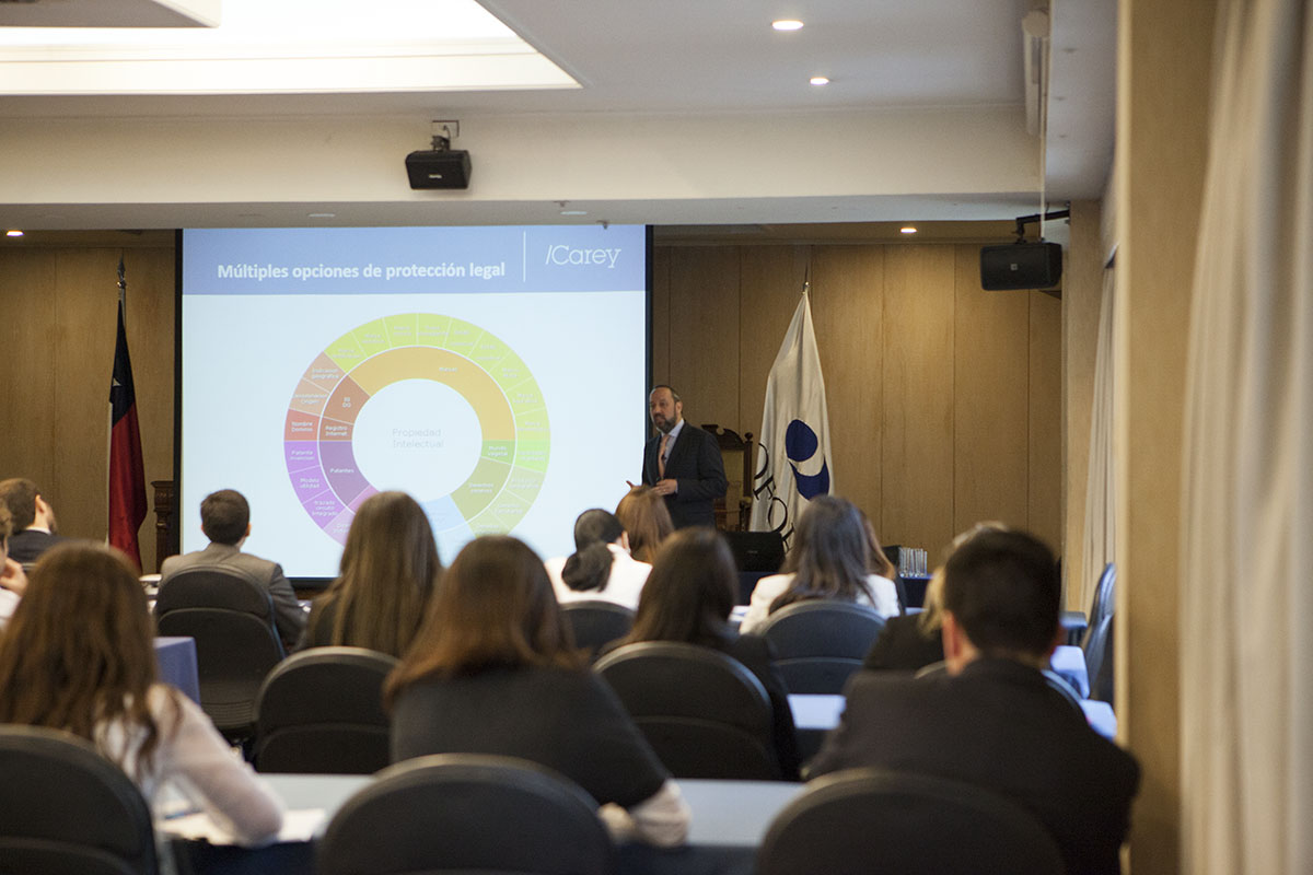 Foto 2 Socios de la Red America Digital durante la sesión desafíos legales en la era digital