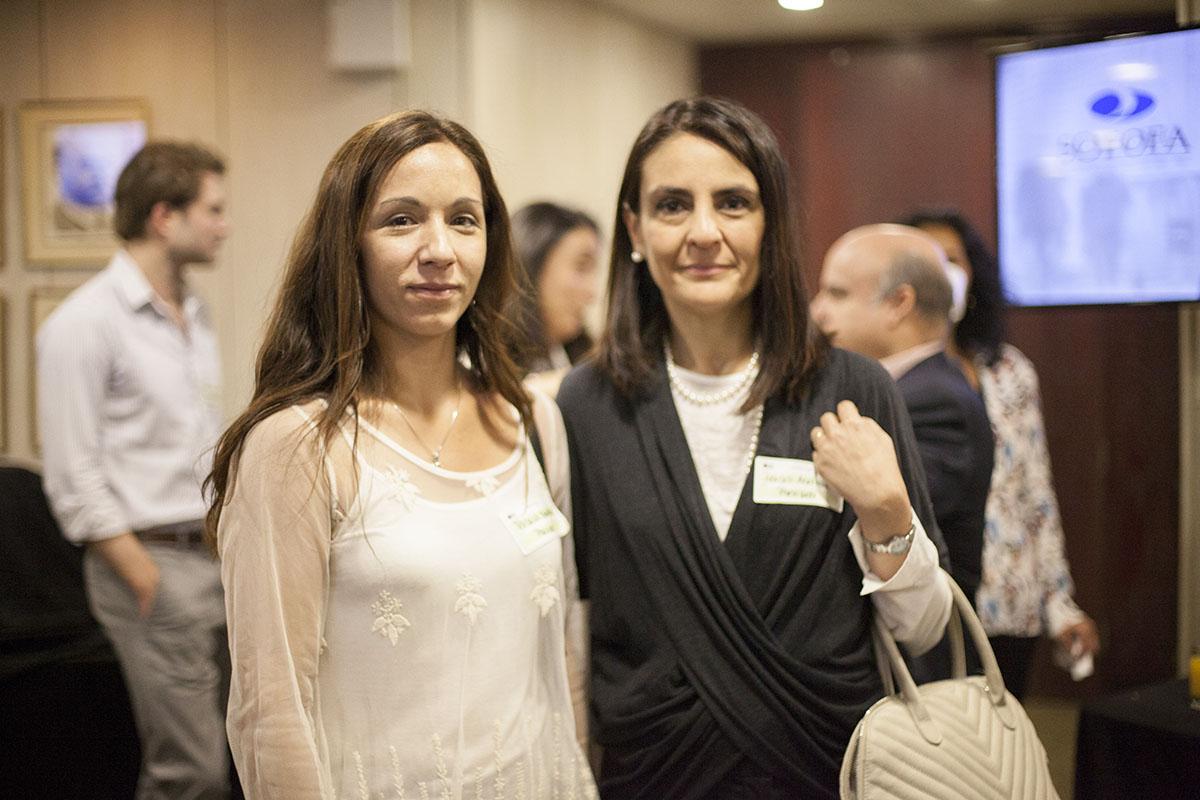 Foto 5 (Izq-Der) Aracelli Aceitón, Subgerente de Asuntos Legales y Patricia Fontana, Subgerente Arquitectura y Gestión de Datos Previred.